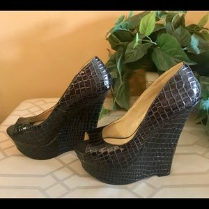 Snake skin pattern brown wedge shoes